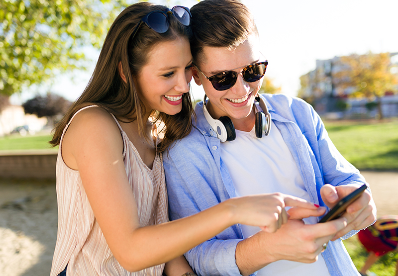 Couple using a budgeting app